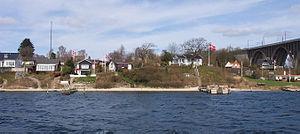Beltufer im Stadtteil Snoghøj, rechts Lillebæltsbroen.