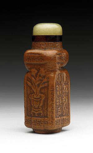 Gourd - Chinese snuff bottle (Biyanhu) with body from a moulded gourd, and a jade stopper.