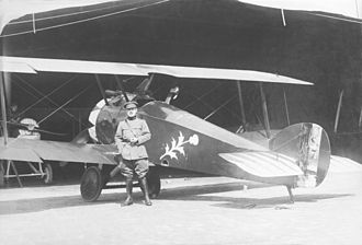 9 Squadron (Belgium) - Jan Olieslagers posing in front of a Sopwith Camel of 9 Squadron