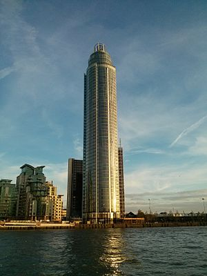 St George Wharf Tower - St George Wharf Tower in 2013