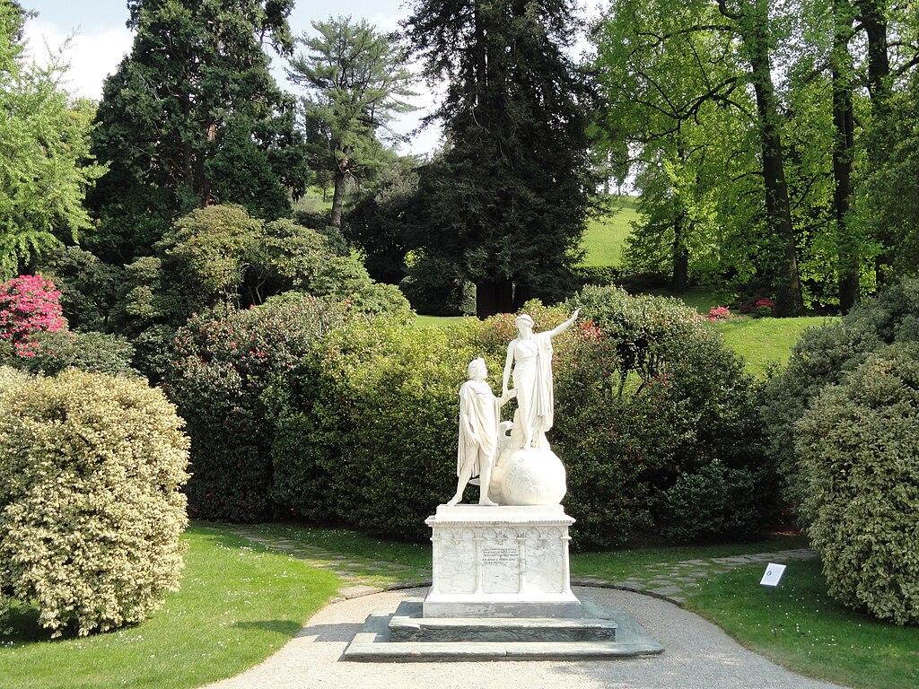 Dante y Beatrice en los jardines de Villa Melzi en Bellagio.