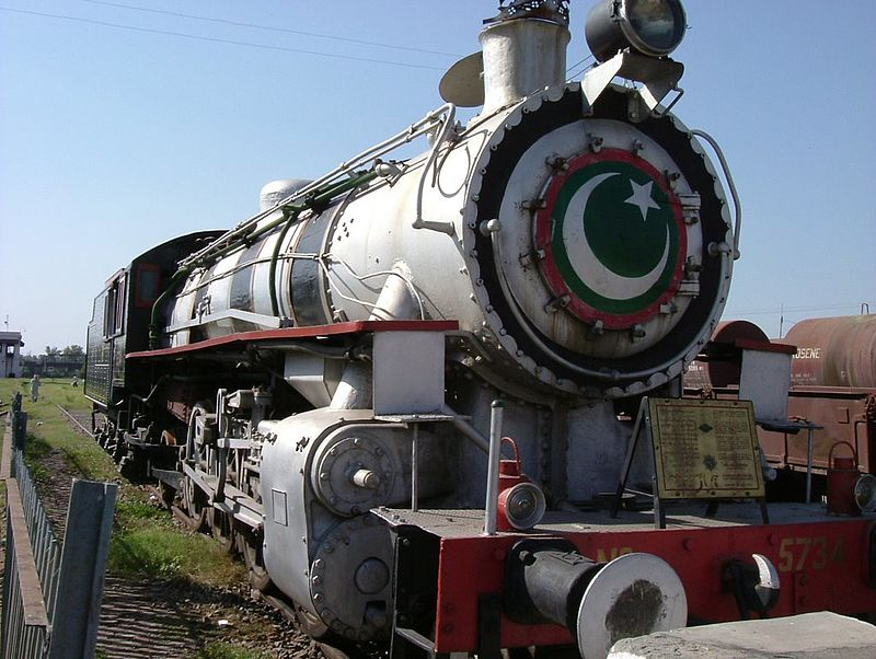 Steam locomotive in Pindi station.jpg