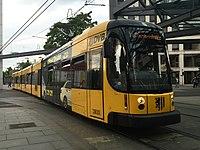 Straßenbahnwagen 2833 Dresden.jpg