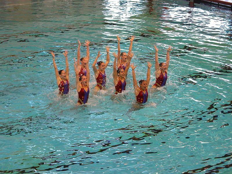 Berkas:Synchronized swimming - jumping.jpg