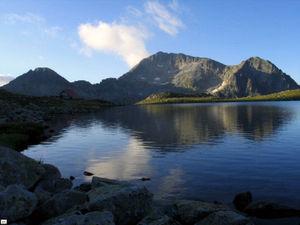 Kamenitsa Peak and the lake Tevno ezero