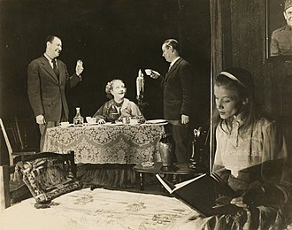 The Glass Menagerie - Anthony Ross, Laurette Taylor, Eddie Dowling and Julie Haydon in the Broadway production of The Glass Menagerie (1945)