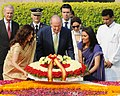 The King of Spain, His Majesty Juan Carlos I laying wreath at the Samadhi of Mahatma Gandhi, at Rajghat, in Delhi on October 26, 2012.jpg