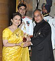 The President, Shri Pranab Mukherjee presenting the Padma Bhushan Award to Smt. Sharmila Tagore, at an Investiture Ceremony, at Rashtrapati Bhavan, in New Delhi on April 05, 2013.jpg