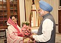 The Prime Minister, Dr. Manmohan Singh called on the President, Smt. Pratibha Devisingh Patil at Rashtrapati Bhavan and greeted her on Diwali in New Delhi on October 28, 2008.jpg
