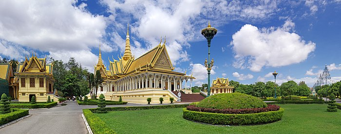 The throne hall of the royal palace - Phnom Penh Cambodia.jpg