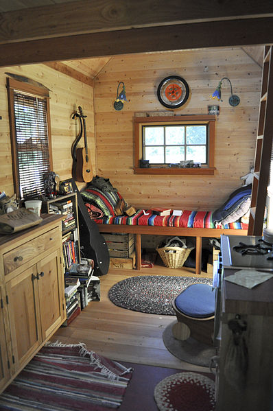 File tiny house interior wikimedia commons for Beautiful interior designs for small houses