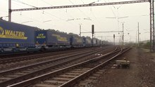 Soubor:Transport of semi-trailers by rail - Siemens Vectron (Czech Republic).webm