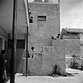 Trap bij een gebouw in de wijk Mea Shearim, vermoedelijk een Jeshiwa (een Talmoe, Bestanddeelnr 255-0390.jpg