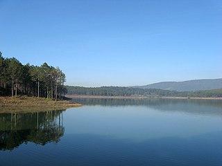 Tuyền Lâm Lake