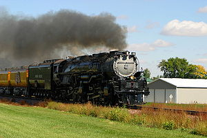 Union Pacific 3985 - UP 3985 running through Alton, Iowa in October 2008