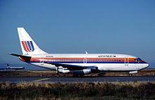 Uno dei primi modelli di 737-200 dell'United Airlines con gli inversori di spinta dispiegati