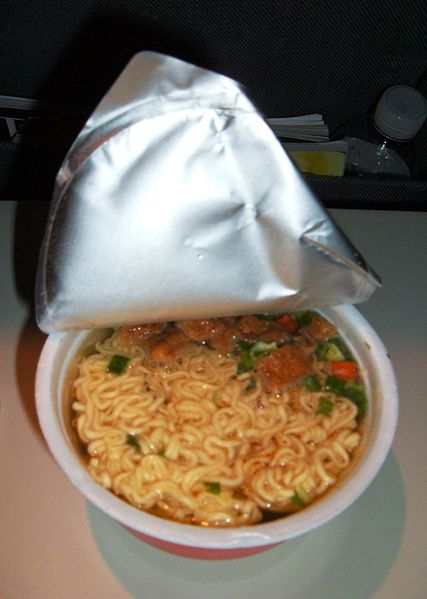 http://upload.wikimedia.org/wikipedia/commons/thumb/d/d5/United_Airlines_instant_noodles_snack.JPG/427px-United_Airlines_instant_noodles_snack.JPG