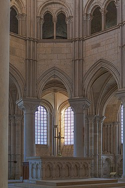 Vézelay, Church and Hill-121202.jpg