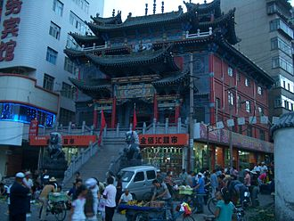Taoism - Evening market at the Temple of Supreme Brightness (太清宫 Tàiqīnggōng), an urban temple of the Zhengyi order in Xiguan, Lanzhou, Gansu.