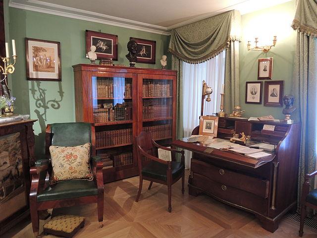 Реконструкция кабинета В.Л.Пушкина в его московском доме-музее