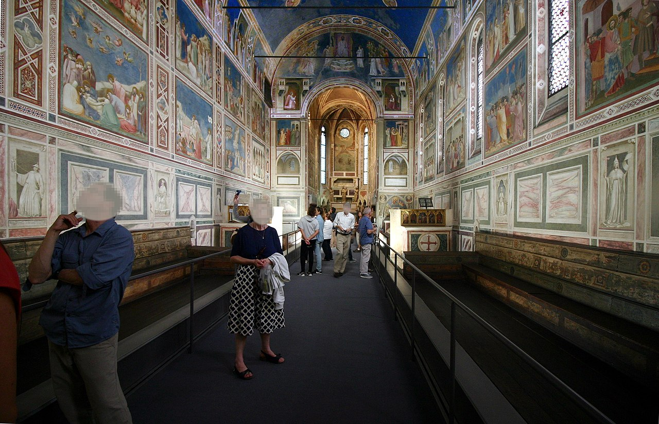 https://upload.wikimedia.org/wikipedia/commons/thumb/d/d5/View_looking_towards_entrance_-_Capella_degli_Scrovegni_-_Padua_2016_%282%29.jpg/1280px-View_looking_towards_entrance_-_Capella_degli_Scrovegni_-_Padua_2016_%282%29.jpg