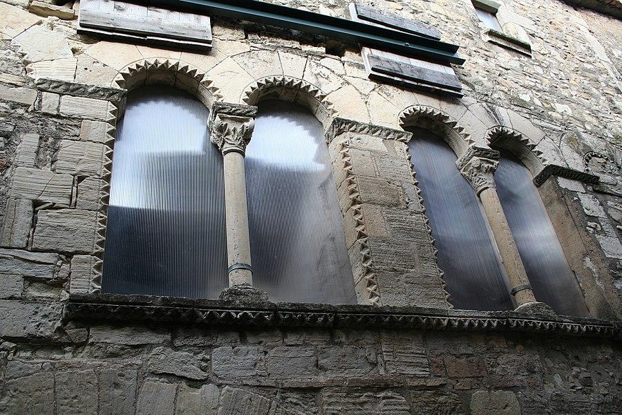Villemagne-l'Argentière (Hérault) - Maison des Monnaies - fenêtre 2