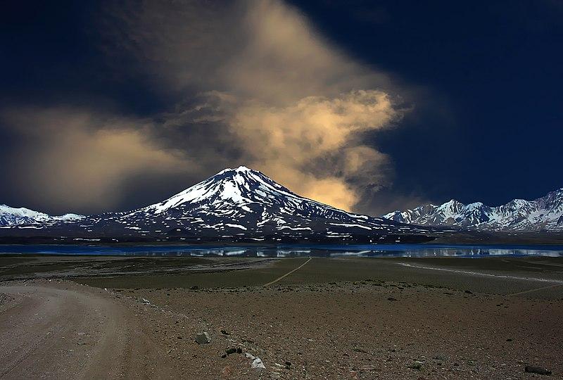 File:Volcan Maipo.jpg