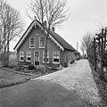 Voor- en zijgevel boerderij met gedecoreerde windvanen en sierspant - Oudewater - 20376477 - RCE.jpg