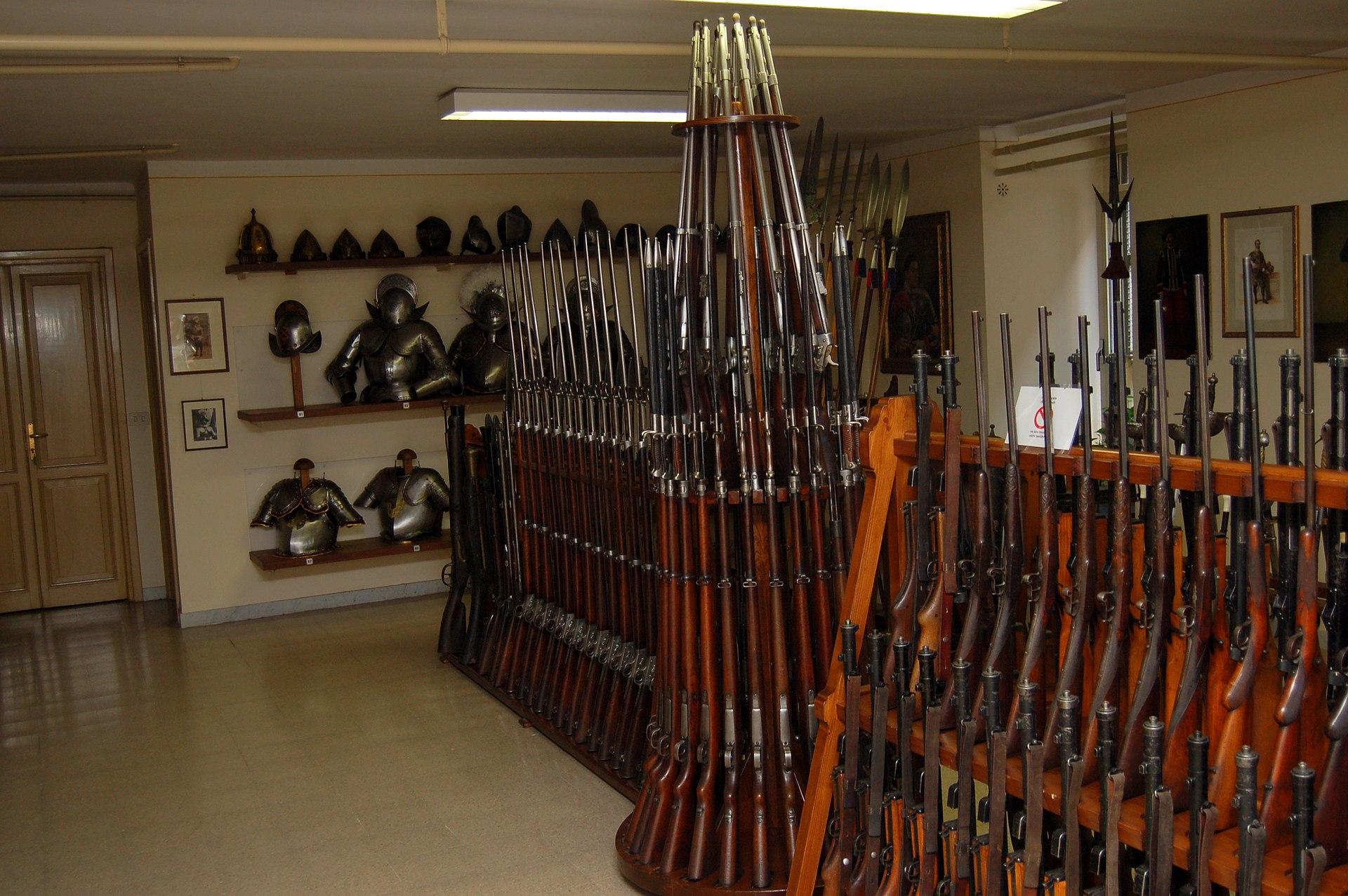 Arma de fuego wikipedia la enciclopedia libre for Muebles para guardar armas de fuego