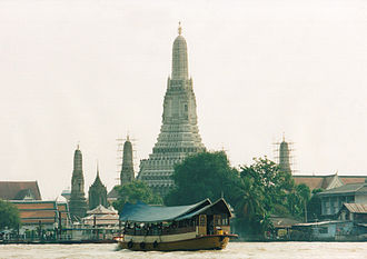 Tourism in Bangkok - Wat Arun, one of the most visited temples in Bangkok