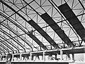 Werkzaamheden bouw nieuwe RAI gebouw, stalen dakgeraamte wordt bevestigd, Bestanddeelnr 910-8014.jpg