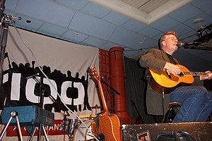Mikael Wiehe - Wiehe performing live at Ung Vänsters congress in 2003.