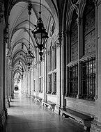 Wien_-_Rathaus,_Arkadengang.JPG