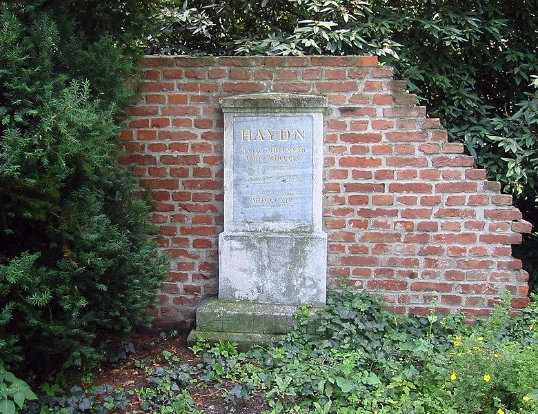 LA CABEZA DE Joseph Haydn 780px-Wien_Haydnpark_Haydn-Grabstein