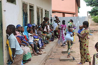 Non-specific effect of vaccines - Image: Women waiting for consulta