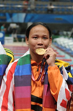 XIX Commonwealth Games-2010 Delhi Winners of (Women`s) Swimming 10M Platform Diving, Pamg Pandelela Rinong of Malaysia (Gold), Melissa Wu of Australia (Silver) and Alexandra Croak of Australia (Bronze) (cropped).jpg