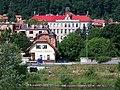 Zbraslav, pohled ze Závisti ke škole v Hauptově.jpg
