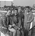 Zwemmen Duitsland tegen Nederland Cocky Gastelaars, Erica Terpstra, Astrid Ordi, Bestanddeelnr 912-6381.jpg
