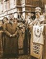 Патриарх Тихон служит молебен у Никольских ворот.jpg