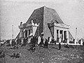 Патриотическая манифестация у храма-памятника (1906 г.).jpg
