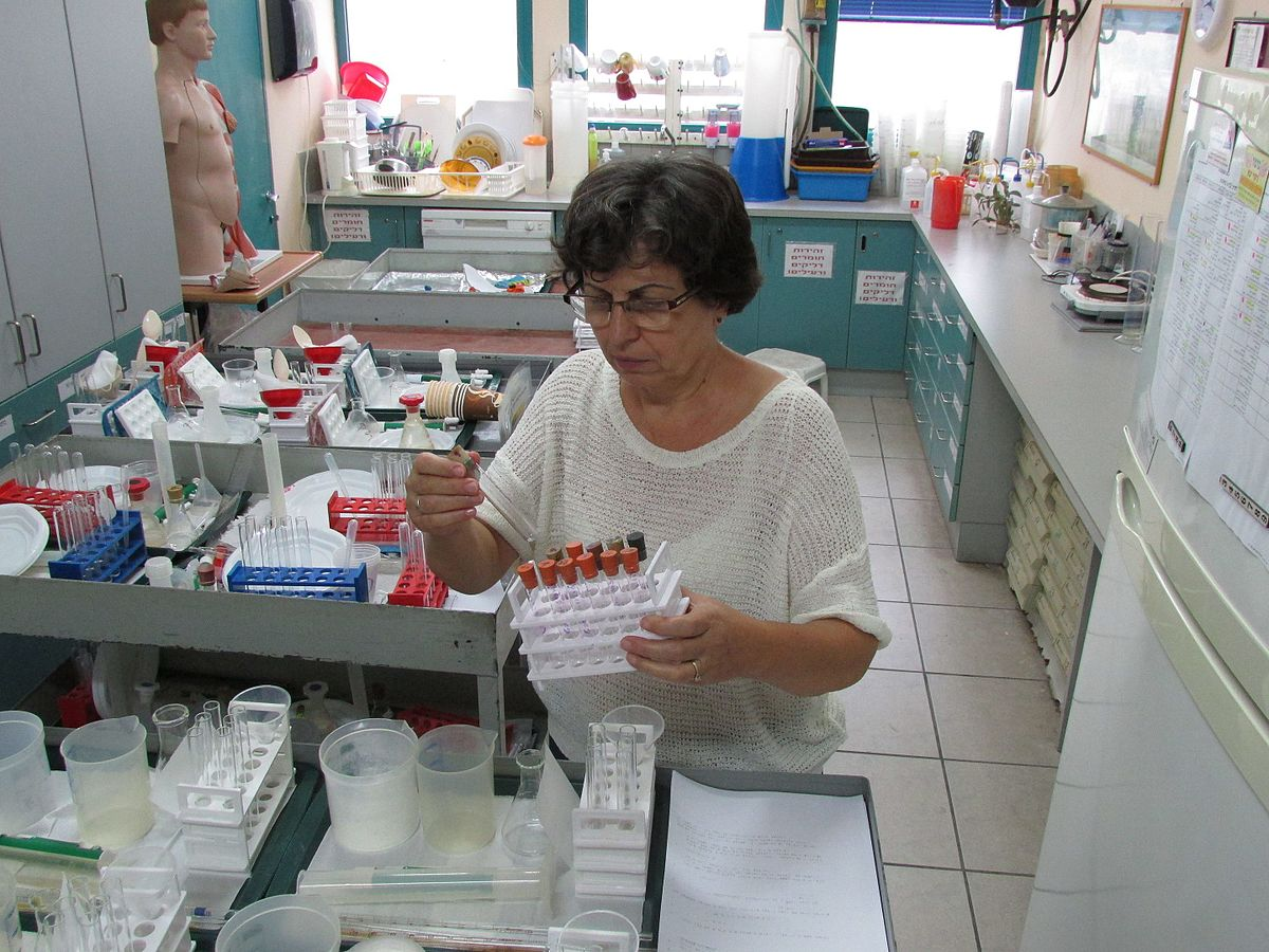 technicien de laboratoire  u2014 wikip u00e9dia