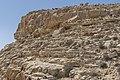 ניתן למצוא מכסה בתוך הסלע.jpg