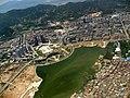 厦门高崎机场上空, 飞机正在降落,下面是杏林镇 - panoramio.jpg