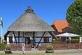 00 0835 Dierhagen Dorf - Haus mit Reetdach.jpg