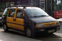 Taxi bicolore a Barcellona
