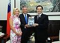 1010717馬英九總統接見美國猶他州前州長洪博培伉儷 President Ma meets former governor of US state of Utah Jon Huntsman and Mrs. Huntsman 20120717 (Flickr id 7595861566).jpg