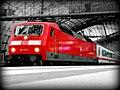 120 137-5 Bahnsteig Berlin Hbf (5142710491).jpg