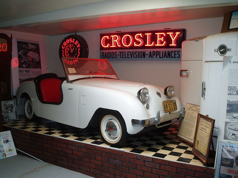 http://upload.wikimedia.org/wikipedia/commons/thumb/d/d6/1949_Crosley_Hotshot_%26_Appliance_Display.jpg/800px-1949_Crosley_Hotshot_%26_Appliance_Display.jpg