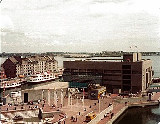 New England Aquarium - The Aquarium in 1985 (thirteen years before the addition of the West Wing)