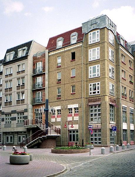 File:19910623100NR Cottbus Wendenviertel Plattenbau Am Markt.jpg